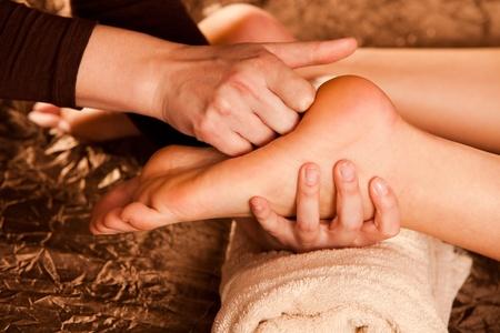 manos y pies: t�cnica de masaje en los pies Foto de archivo