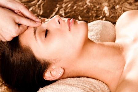 massaggio: digitopressione massaggio viso Archivio Fotografico
