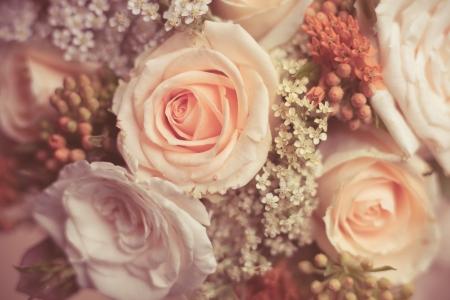 Bouquet von schönen weißen und Pfirsich Rosen mit kleinen dekorativen Blumen Großansicht