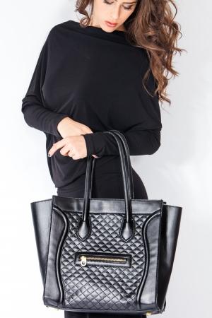 mujer elegante: Mujer elegante con el bolso