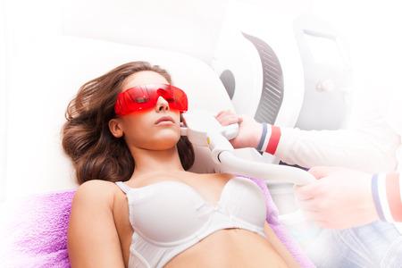 Frau Gesicht Haarentfernung mit Laser