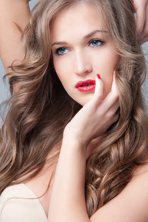 rubia ojos azules: rubia natural, ojos azules belleza rostro de mujer Foto de archivo