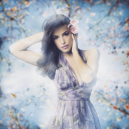 maquillaje de fantasia: hermosa mujer joven en vestido elegante y flores en el pelo, compilaci�n de fotos Foto de archivo