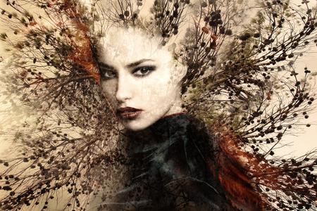 나무와 아름 다운 여성의 초상화 이중 노출