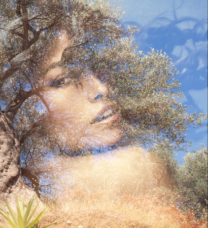 olivo arbol: Retrato de la mujer hermosa con la doble exposición olivo