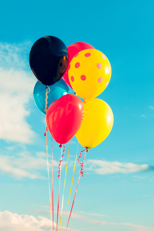 couleurs vives: beautiful  balloons against sky with clouds, bright colors