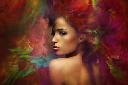 판타지 다채로운 아름 다운 젊은 여자의 초상화, 합성 사진