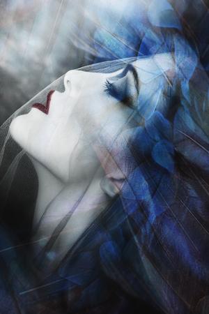 mooie fantasie vrouw onder sluier portret, samengestelde foto