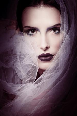 Retrato de la belleza de la mujer glamorosa con estudio velo disparó primer Foto de archivo