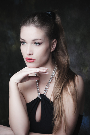 schöne augen: young elegant woman beauty portrait studio shot Lizenzfreie Bilder