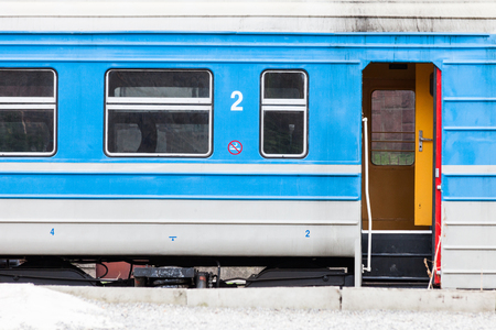 blue and white older model train in station with open door closeu up Zdjęcie Seryjne - 122883485