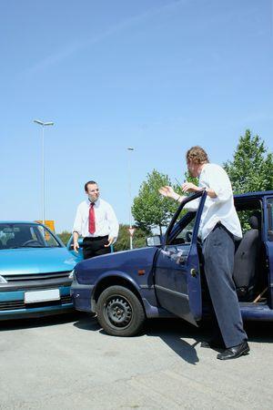 accidente transito: Accidente de tr�fico y a luchar de los conductores