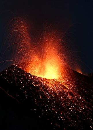 Erupting Stromboli Stock Photo - 15084172