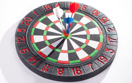 reason: three Darts in the target concept, the goal of a business center