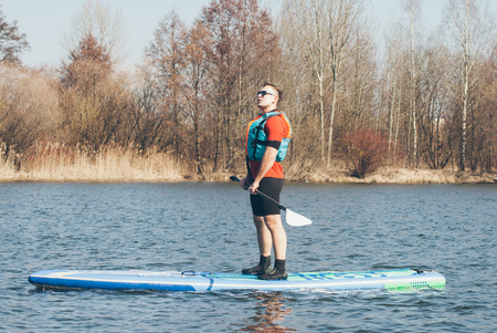 Man in life jacket on a paddle Board, relax on the paddle Board, the concept of water tourism, Imagens