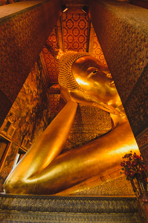lejano oriente: The Golden buddha statue, Wat Po Bangkok Thailand. The Reclining Buddha Temple The Temple of The Reclining Buddha.