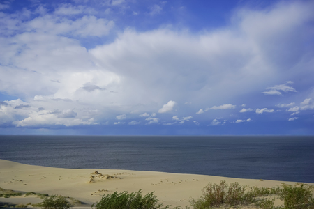 Sea landscape of the Baltic sea with coastal sand dunes of the Curonian spit. 免版税图像