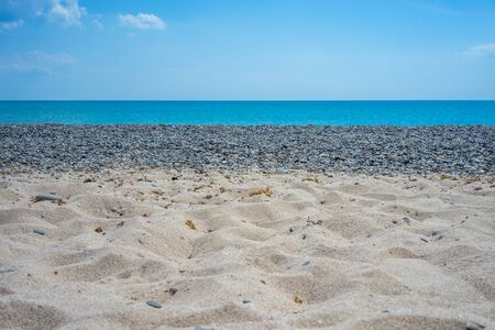 Seascape. Sand and pebble beach in the vicinity of Yevpatoria, Crimea. Banque d'images