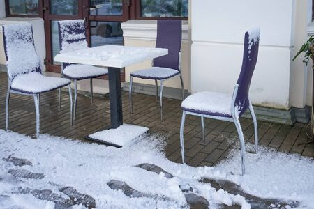 Sukhumi, Abkhazia. Street cafe with tables and chairs in the snow. 写真素材 - 132396226