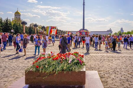 Moscow, Russia-may 9, 2016: Victory Day in the capital city. People celebrate in the streets and parks. Archivio Fotografico - 137712178