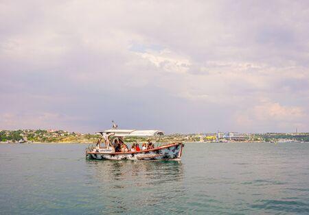 Sevastopol, Crimea-June 13, 2016: Seascape with views of the coastline and ships. Archivio Fotografico - 137712335