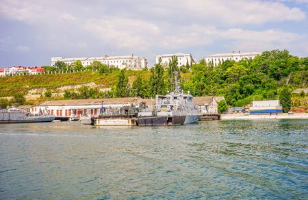 Sevastopol, Crimea-June 13, 2016: Seascape with views of the coastline and ships. Archivio Fotografico - 137713247