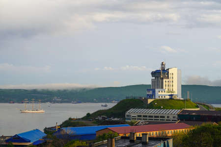 Vladivostok, Russia-may 26, 2020: Urban landscape with a view of the coastline and the sea. 報道画像