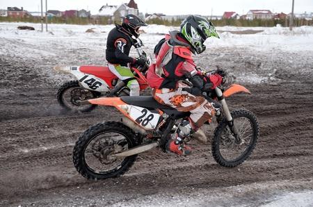 super cross: Piloto de motocross dos acelerado de la inflexi�n