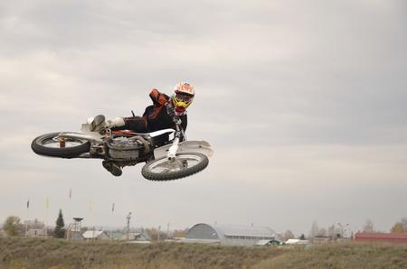 super cross: Vuelo con pendiente cero en una moto de motocross