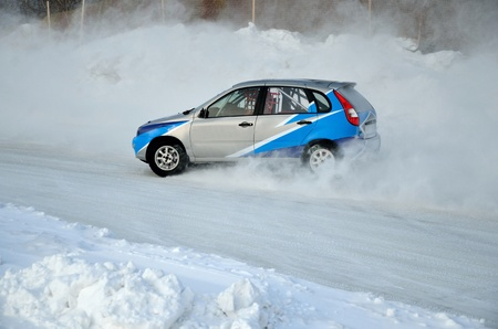 turnabout: Sports car by turning the glides on the track in the thick dust of snow, in winter track motor racing