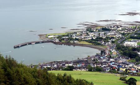 Carlingford.Small 바다에있는 작은 마을. 스톡 콘텐츠