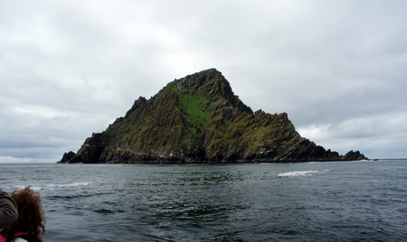 Tourist boat arrive to Skellig Michael Island.Ireland.Atlantic Ocean. Stock fotó