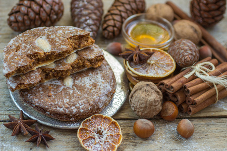 Nuremberg gingerbread is a traditional Christmas treat. Gingerbread with nuts and spices, sugar coated. Selective focus Stockfoto