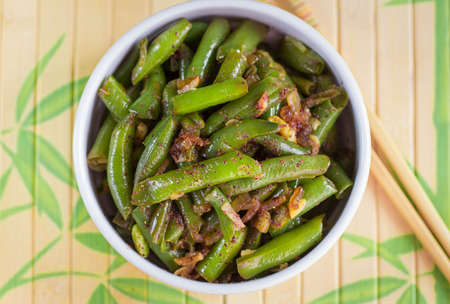 greenbeans: Green beans with garlic, onion and red pepper. Warm salad. The garnish. Dish Oriental cuisine. Selective focus