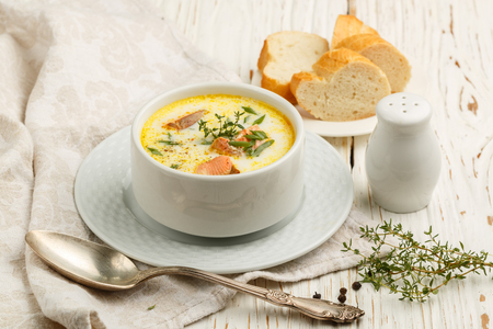 Creamy fish soup with salmon, potatoes, onions and carrots. Kalakeitto. Traditional dish of the Finnish cuisine Imagens
