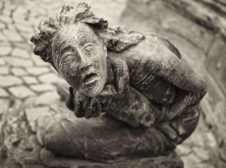 imminence: Satue de mujer en el temor de Dios. Ubicaci�n: San Juan Iglesia (muy), Magdeburgo, Alemania.  Foto de archivo