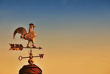 wiatrowskaz: Wiatrowskaz przeciwko słońca niebo z miejsca kopiowania