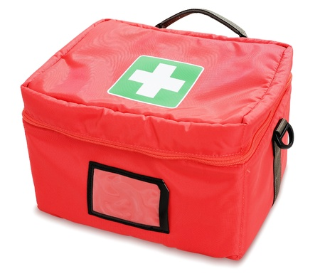 primeros auxilios: Botiquín de primeros auxilios aislados sobre fondo blanco Foto de archivo