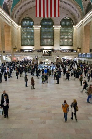 NEW YORK CITY - JANUARY 29: crowd of commuters and tourists in the grand central station in the evening of working day in January 29, 2010 in New York City, USA Stock Photo - 9205659