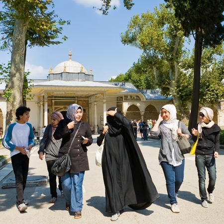 yashmak: ISTANBUL - SEPTEMBER 13: young muslim tourists in the courtyard of Topkapi Palace on September 13,2010 in Istanbul, Turkey