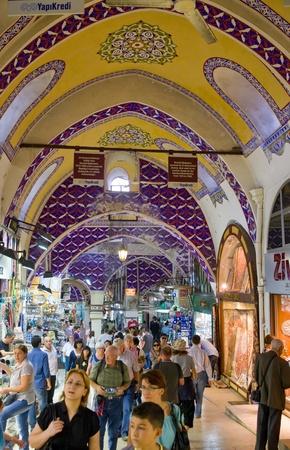 ISTANBUL - SEPTEMBER 14: tourist in Grand Bazaar (Grand Market) on September 14,2010 in Istanbul, Turkey
