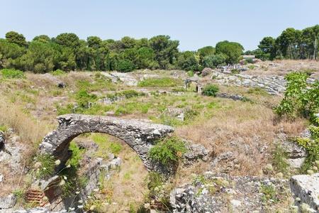 roman amphitheatre: antiguo anfiteatro romano en Siracusa, Sicilia, Italia