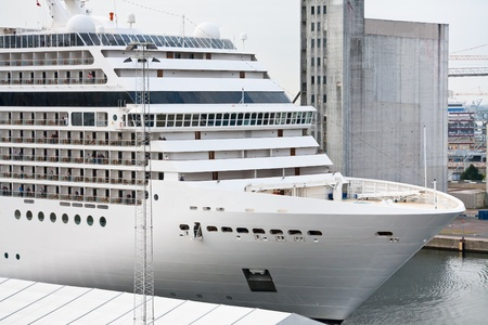 sala recepcyjna: biały duży liniowiec wycieczkowy w porcie w Kopenhadze na 10 września 2011