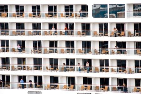 sala recepcyjna: Kopenhaga - wrzesień, 10: Turyści na statek wycieczkowy. Port ustanowiony rekord w 2011 r.: liczba pasażerów były up13% i było ponad 355 statków oceanicznych wycieczkowych w Kopenhadze w dniach 10 września 2011