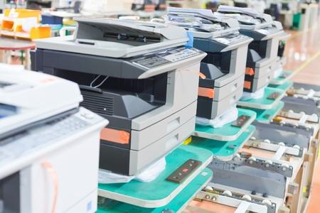 copier: verschillende gemonteerd kopieerapparaten op de fabriek close up
