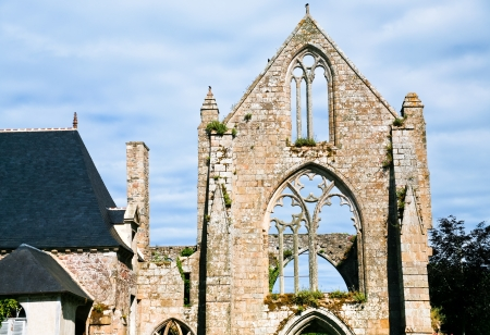 abbaye: facade Abbaye Beauport in Brittany, France Stock Photo