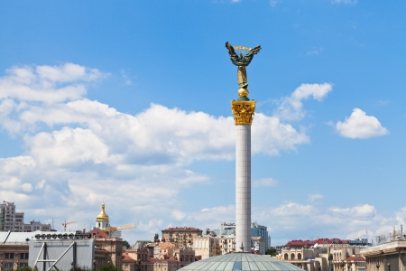 maidan: Monument to Berehynia on Kievs Maidan Nezalezhnosti