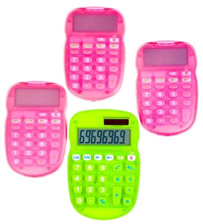 teclado num�rico: calculadoras de color rosa y verde aislado en el fondo blanco
