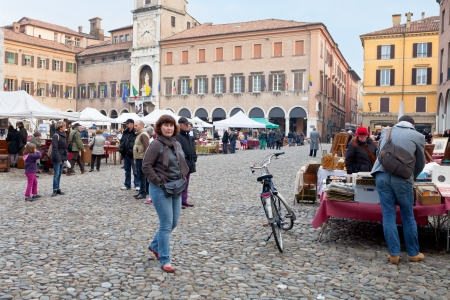 communal: MODENA, ITALY - NOVEMBER 3: view of street market on piazza Grande and Communal palace. Palace was made up in 17th-18th centuries and it is currently Town Hall in Modena, Italy on November 3, 2012