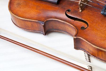 bout: combate viol�n y el arco en el libro de m�sica de cerca